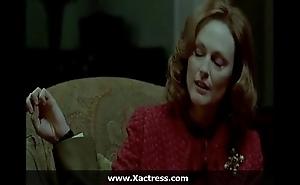 Julianne moore dramatize expunge dominating mom