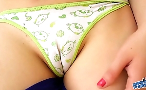 Big cameltoe victuals latin teen together with with regard to penny-pinching ass. spandex