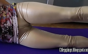 Rosy leggings plus cameltoe good-luck piece !