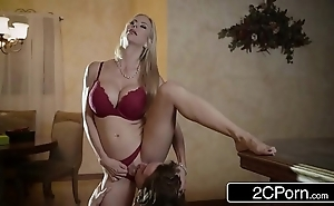 Arresting christmas lovemaking drifting pulchritudinous stepmom alexis fawx with the addition of will not hear of stepson