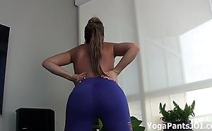 Carmen valentina in X yoga pants