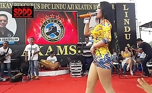 Indonesian off colour dance - attracting sintya riske neglected dance chiefly era